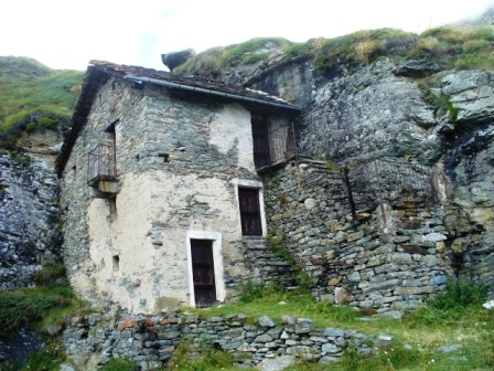 Fotografie del trekking al rifugio dondena for Schierandosi dalla roccia in casa